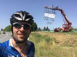 Aufwändiger Fahrradschmuck entlang der Strecke. Tour de France eben!