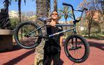 Obwohl sich der SIBMX-Fahrer Lukas Häusler bei seinem neuen Rad von einigen lieb gewonnen Maßen verabschiedet hat, fühlt er sich darauf pudelwohl.