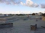 Ein weiterer Blick auf den Streetparcours des Black Pearl Skateparks auf Grand Cayman
