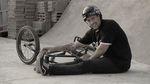Das Lebensmotto des deutschen Colony-Fahrers Marcel Gans pappt gut sichtbar auf seinem Helm: Have fun, ride bikes!