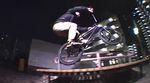 Drei Wochen lang hat Ben Lewis im Schutze der Nacht die Straßen von Tokio nach Streetspots abgeklappert. Hier ist das Video von seinen Streifzügen.