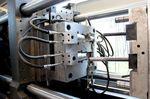Jede Maschine kann eine bestimmte Anzahl an Teilen fertigen. Wieviele es tatsächlich sind hängt von der Größe der Teile, dem benötigten Druck und der Maschinengröße ab. Tacx