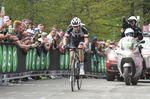 Während Froome mit über drei Minuten Vorsprung den letzten Pass der 19. Etappe eroberte, kämpfte Dumoulin mit der Verfolgergruppe um Anschluss und Schadensbegrenzung. (Foto: Sirotti)