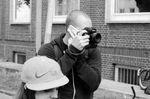 Multitaskingfähig: Telefonieren, fotografieren und gleichzeitig schlecht gelaunt sein ist für xmx noch nie ein Problem gewesen Foto: Sergey Pograshevsky