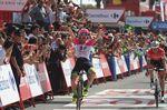 Simon Clarke (EF Education First- Drapac Cannondale) siegt auf der 5. Etappe der Vuelta a Espana in Roquetas De Mar. Er konnte sich erfolgreich gegen Bauke Mollema (Trek-Segafredo) xxxx durchsetzen. (Foto: Sirotti)