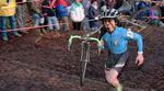 WTF?! Josh Bryceland, Josh Lewis aund Iago Garay sind bei der Singlespeed-Cyclocross-Weltmeisterschaft an den Start gegangen. Mehr dazu in diesem Video.