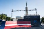 Der Parcours für die Simple Summer Session wurde direkt vor dem Freiheitsmonument in der Innenstadt von Riga aufgebaut