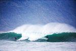Tiefes Wasser trifft auf flaches Riff und erzeugt diese Welle. Foto: Arawua Guides