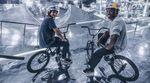 """Hier ist das Making of zu dem """"Mirror Park""""-Video von Red Bull, in dem Courage Adams und Paul Thölen einen komplett verspiegelten Rampenpark fahren."""