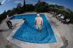 Lucas Flühmann von Our House/Deutsche Sporthilfe im Pool unserer Finca. Vielen Dank für alles!