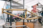 Was für ein schöner Rahmen –und stabil ist der BMT Frame auch noch, schließlich handelt es sich dabei um Mike Hoders Signaturerahmen von S&M Bikes. Der BTM ist in fünf verschiedenen Oberrohrlängen erhältlich (20,5″, 20,75″, 21″, 21,25″, 21,5″), da ist also für jede Körpergröße was dabei.