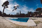 Felix, Bump Jump to Tabletop über den Pool; Foto: Merlin Czarnulla
