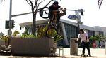 Albert Mercado hat zwischen seinen vielen Reisen in diesem Frühling noch genug Zeit gefunden, um ein Video für Kink zu filmen.