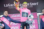 Simon Yates (Mitchelton-Scott) konnte das Maglia Rosa erfolgreich verteidigen und seinen Vorsprung auf den Titelverteidiger Tom Dumoulin (Team Sunweb) auf 1:35 ausbauen. (Foto: Sirotti)