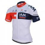IAM Cycling hat sich 2016 für ein überwiegend weißes Team-Trikot entschieden. (Foto: IAM Cycling)