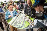 Andi Sieber beim Autogramme geben. Thale war sein (vorerst) letztes Rennen! © extreme-pics / Thomas Dietze