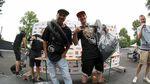 In der Streetklasse der Amateure nahmen Taylor Cadel (links, 3.) und Tyler Sale (2.) ohne den Sieger Fionn Kortenbrede ihre Preise und Medaillen entgegen, der zum Zeitpunkt der Siegerehrung bereits die Heimreise angetreten hatte