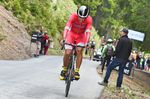 Nicht einmal das Überholen des vor ihm gestarteten Fahrers, kann den Schmerz aus Daniel Navarros Gesicht vertreiben. Der Fahrer von Team Cofidis beendete das Zeitfahren als 11. Foto: Sirotti
