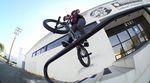 Banger über Banger! Broc Raiford lässt in diesem Promovideo für seinen Darkwave-Signaturerahmen von Sunday Bikes nichts anbrennen.