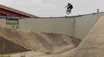 Chad Osburn hat für dieses Video die Übersetzung seines Kink Bike Co. Mudrunners in Matte Trans Copper zwischen Austin und Arizona leergetreten.