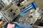 Beim niederländischen Heimtrainer-Riesen werden alle Gussformen in der eigenen Fabrik gefertigt. Bis zu 80.000 Euro kann eine Form kosten. Das 3D-Druckverfahren ermöglicht Tacx einem neuen Design den letzten Schliff zu geben, bevor es in die endgültige Produktion geht.