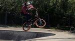 Der 17jährige Jack Dumper aus Großbritannien kam einarmig zur Welt. 360s, Barspins und Rails kann er trotzdem ohne Probleme. Mehr dazu in diesem Video.