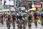 3. Etappe - Auf der Etappe zwischen Cambridge und London ist es erneut Marcel Kittel, der das Vorderrad als Erster über die Ziellinie wuchtet. (Foto: Sirotti)