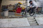 Matt Skaggs Part ist am besten mit Gerümpel-Street zu bezeichnen - Bars über die Treppe