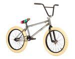 Hippiebändchen als Felgenputzer und Kabelbinder? Bei Stereo Bikes hat man die Kompletträder für die Saison 2015/16 wieder mit viel Liebe zum Detail designt.