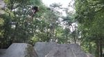 Greg Van Tulder hat einen neuen Edit für Grounded BMX am Start und tritt in gewohnter Manier das Gaspedal bis zum Boden durch und clickt wunderbare Turndowns.