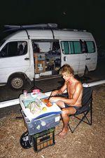 Was Kochen angeht, wurde sich täglich abgewechselt. Das Bodyboard lag ziemlich zu Anfang des Trips lose am Strand rum und wurde dann von uns als Tisch verwendet