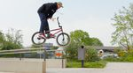 Alex Stinshoff hat für SIBMX, Volume Bikes und Demolition Parts einige der besten Spots des Ruhrpotts nach allen Regeln der Grindsportkunst durchmassiert.