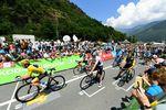 Tour de France trifft Formel 1: Zum Start der kürzesten Etappe in der Geschichte der Tour de France gab es mal eine ganz andere Startaufstellung. (Foto: ©ASO / Alex Broadway)