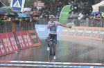 Richard Carapaz (Movistar) siegt auf der 8. Etappe des Giro d
