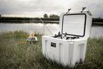 PX_Kuehlbox_kx25_kx50_Cool-Box-am-See-mit-Atago_at-the-lake-with-Atago_Glacière-au-lac-avec-Atago