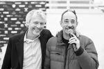 Max Tuchtenhagen (rechts) führte gewohnt charmant durchs Programm, während der Herr rechts im Bild maßgeblich dafür verantwortlich ist, dass es die neue Skatehalle Oldenburg überhaupt gibt. Werft eure Hände zusammen für den 1. Vorsitzenden des Backyard e.V., Ubbo de Witt!