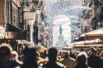 Crowded main street in Baixa.