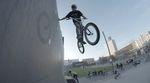Die Geschwister Zimmermann und Freigang haben sich in Bielefeld getroffen, um gemeinsam ein paar Runden im Kesselbrink Bike- und Skatepark zu drehen.