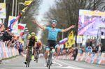 MIchael Valgren (Astana) siegt beim Amstel Gold. Der Däne schlägt Roman Kreuziger (Mitchelton-Scott) beim Sprint zum Ziel. (Foto: Sirotti)