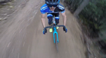 Mit dem Cyclocross-Bike eine Dirt-Strecke fahren.