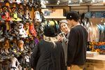 Bei Blue Tomato gibt es alles rund ums Skaten, Snowboarden, Surfen, sowie Freeski dazu trendige Streetwear, Schuhe und Accessoires.