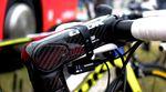 Ein weiterer Unterschied zum 695er Aerolight Serienbike findet sich bei genauer Betrachtung am Vorbau. Während das Serienbike auf einen Look-Vorbau mit Deckel am Steuerrohr setzt, fanden wir am Pro-Bike diesen vollverkleideten Look C-Stem 2 mit verdeckter Klemmung und einem vertikalen Verstellbereich von -9 bis +13 Grad, was Spacern bis zu 55mm entspricht.