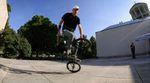 Markus Schwital wirbelt in seinem neuen Video für den kunstform BMX Shop über einige der besten Flatlandspots von Stuttgart.