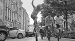 """Im Video zu """"Ovaload feat. Sean Paul"""" von Gentleman zeigen die Jungs von der Ciao Crew ein paar Surfers und Manuals auf den Straßen von Frankfurt."""