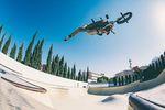 Wenn man Miguel Smajli heutzutage fahren sieht, könnte man fast vergessen, dass er einen Großteil seines Lebens in Skateparks verbracht hat. One Footed X-Up up there!