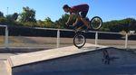Der französische Fitbikeco.-Teamfahrer Florent Soulas düst in diesem Video mit allerlei hoch komplizierten (Nose-)Manualcombos durch seinen Localpark.