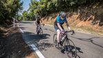 Katharina und Jakob Vinje bei ihrer Passion: Rennradfahren in den französischen Alpen. Foto: Sam Buchli