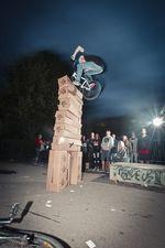 """Timo Schulze boostet sich zum Sieg beim """"Jump the Karton""""-Contest auf dem BMX Männle Turnier 2014 in Tuttlingen"""