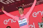 Bob Jungels sichert sich die Führung der Gesamtwertung und das Maglia Rosa. (Bild: Sirotti)
