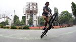Drehwurm in Berlin: Der Flatland-Profi Kevin Nikulski dreht in diesem Video für G-Shock und deepbmx seine Kreise in der Hauptstadt.